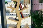 Nouveauté à La Chaudronnerie ! L'arbre à livre !  Venez y déposer vos livres préférés (romans, revues, bandes dessinées...) et repartez avec de nouvelles lectures en échange. Accessible aux horaires d'ouverture de la billetterie du mercredi au vendredi de 14h à 18h et samedi de 12h à 18h.